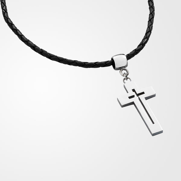 Cross pendant in a braided leather, shiny
