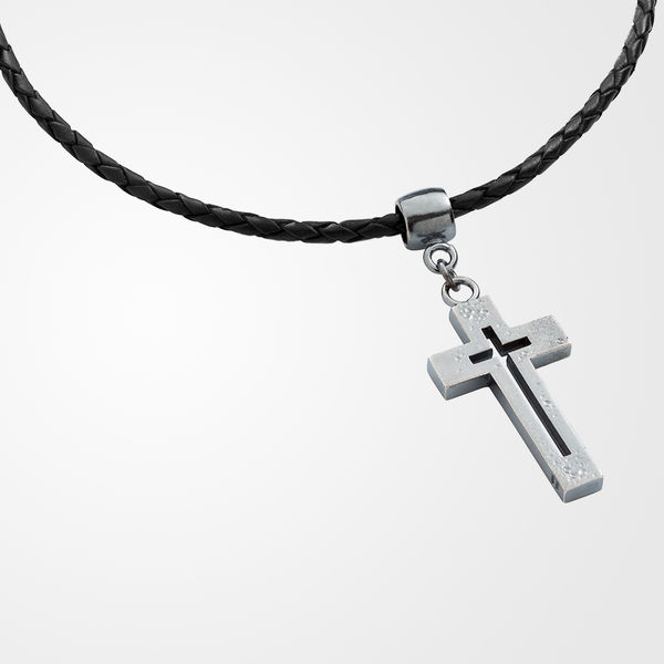 Cross pendant in a braided leather, rugged